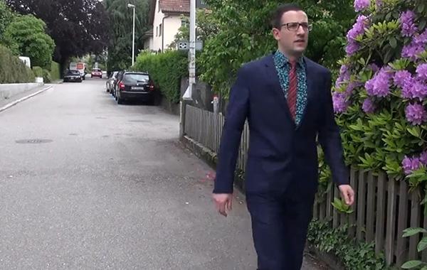 真·不可描述!瑞士宅男MP展示御宅族的两幅面孔